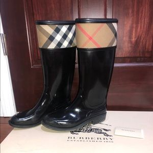 Authentic Burberry Crosshill Size 37 (7)